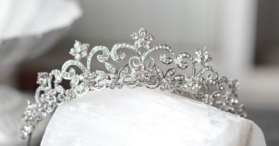 https://www.etsy.com/de/listing/271999410/victorian-scroll-crystal-bridal-tiara?ref=shop_home_active_6