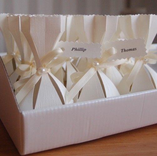 10 gastgeschenke tischkarten inkl goldene ferrero rocher kugel hochzeitstag gastgeschenke. Black Bedroom Furniture Sets. Home Design Ideas