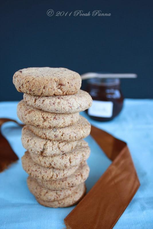 Paleoliscious: Paleo. Healthy. Delicious.: Plain Almond Cookies for Nutella (gluten/sugar/dairy free,paleo)