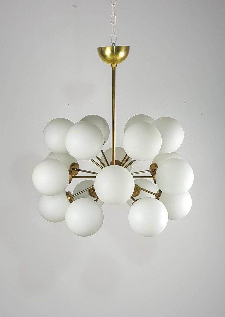 Gorgeous Eighteen-Globe Sputnik Chandelier, Italy, 1970s 4