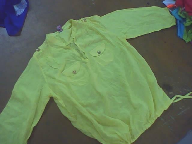 blusa de mujer manga larga con cuello y bolsillos con tira amarre en bajo reudo