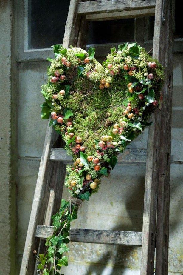 Groene krans in hartvorm gevuld met mos geknipt van itsaMakkie (blog), errrug…