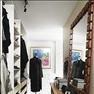 Intill sovrummet ryms en walk in closet. Inredning och skänk från Ikea. Spegeln från 1970-talet och...
