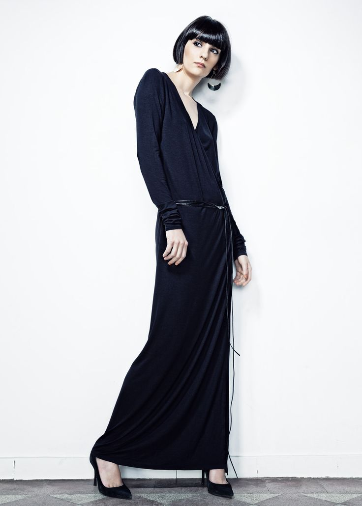 Black Robe Manteau Long Dress // Spring 13 Photo : Gabi Hirit