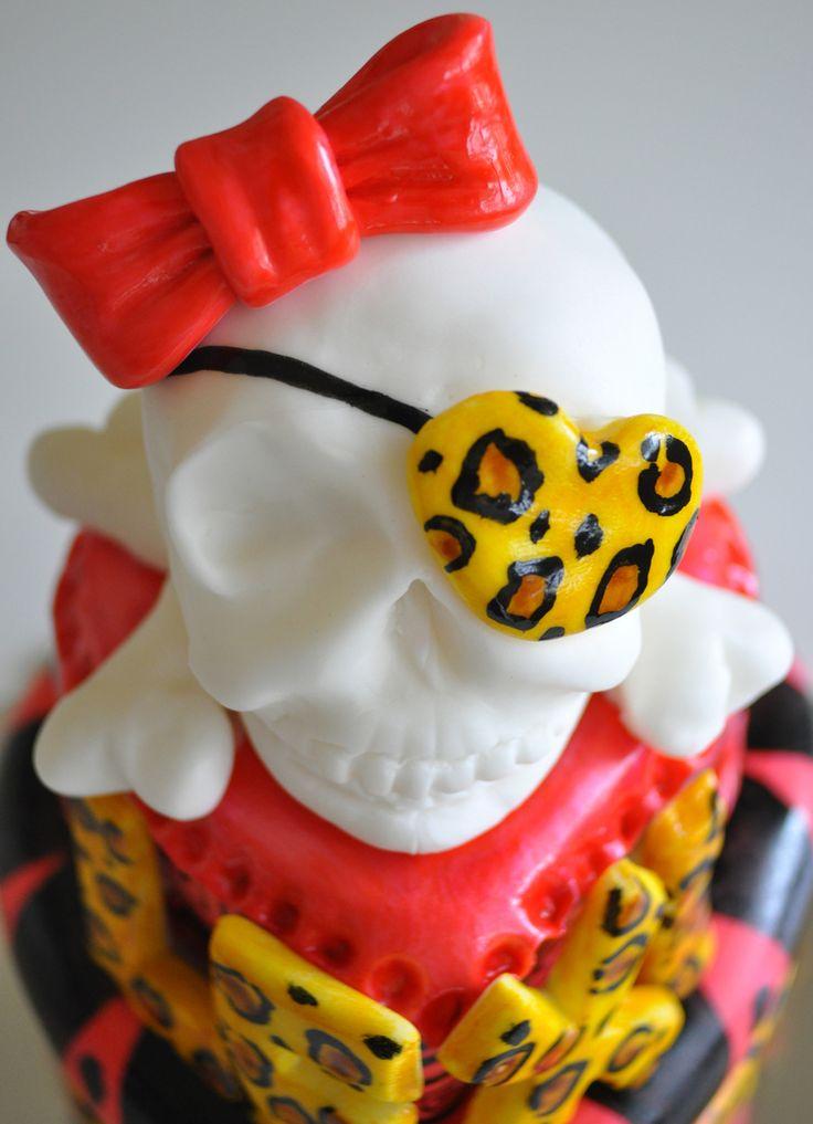 Girly Skull Cake Strawberry With Cream Cheese