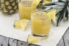 Bevi Questo Succo Dopo i Pasti e Perdi 4 Kg in un Mese - 3 fette di ananas fresco 1 cucchiaino di miele 10 g di zenzero fresco il succo di un limone