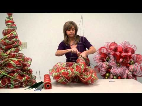 In this video Kristen shows you how to make a holiday tree out of a tomato cage and Deco Poly Mesh Ribbon! Deco Poly Mesh is a wonderful ribbon to use for decorating. Easily make wreaths, trees, bows and use to trim the Christmas tree!       For more projects, visit our Project Gallery on our website: http://www.bfranklincrafts.com/CraftIdeas/CI.ht...