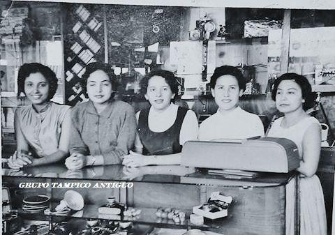 DeLlano Chicas trabajadoras Kodak de Llano 1957enmedio Rosario Fuentes