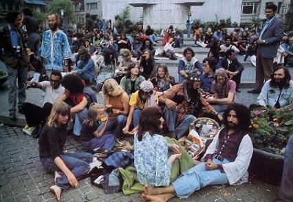 Hippies jaren 60. Op de dam in Amsterdam