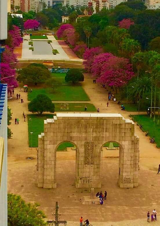 Parque da redenção em Porto Alegre. Primavera fora de época m
