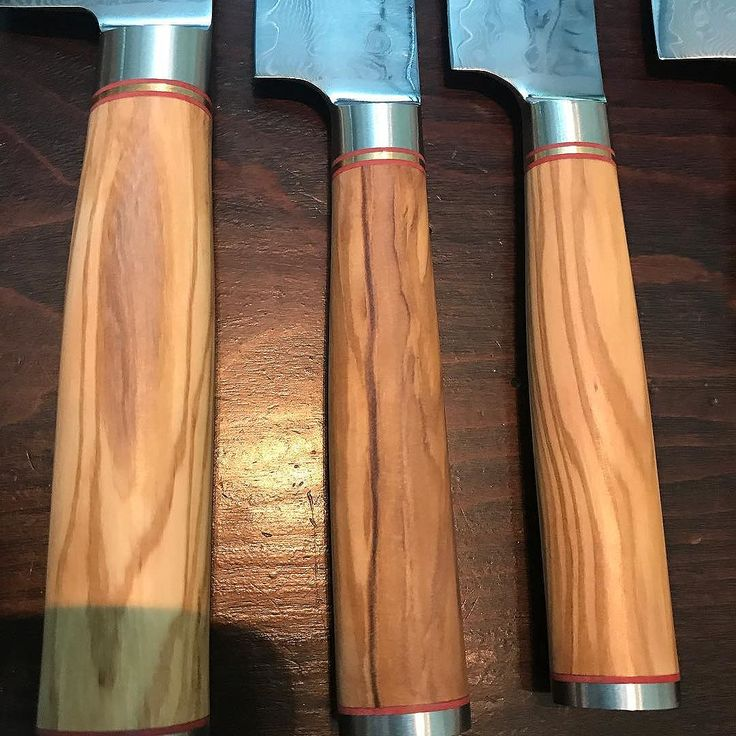 Ultimate Steak Knife handles in natural olive wood. Steak specific knives designed to enhance flavor. #steakknife #steakhouse #instasteak #brisket #delmonicos #tbone #eyefillet #olivewood #damascussteel #damascusknife