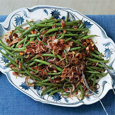 Balsamic Green Beans | Enjoy the crunch from crispy fried shallots, crumbled bacon, and coarsely chopped roasted almonds on top. #Thanksgiving