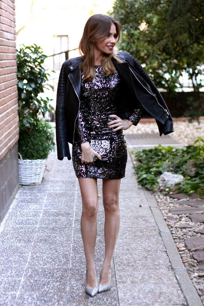 Cazadora/leather jacket: Uterqüe. Vestido/dress: Bershka. Tacones/heels: Jimmy Choo. Clutch: Zara. Pendientes/earrings: Majorica.