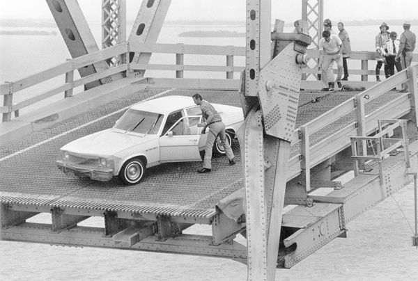 Collapse Skyway Sunshine Silver Bridge Man Helps To