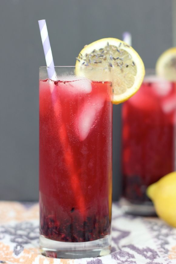 Blackberry Lavender Lemonade // Limonada de amora e lavanda #mocktails