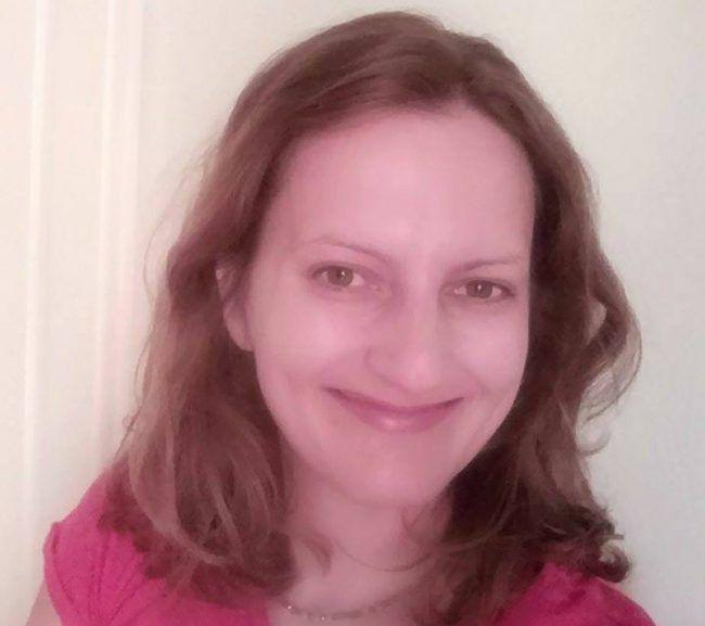 Η συγγραφέας Κωνσταντίνα Κοράκη μας μιλάει για το βιβλίο της που κυκλοφορεί από τις Εκδόσεις Λυκόφως με τον τίτλο «Η Ανταριασμένη – Οι Φίλοι και τα Κτήρια».  Υπόθεση του βιβλίου  Τι συμβαίνει όταν η πραγματικότητα είναι πιο …
