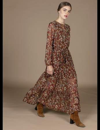 Robes A Fleurs Nos 20 Modeles Coup De Coeur Pour Un Hiver Boheme Et Chic En 2020 Robe Robe Fleurs Longue Et Robe Longue Hiver
