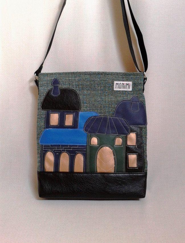 Erős jó tartású #vászon anyag és #textilbőr kombinációjával készült ez a táska. Saját tervezésű textilbőr applikáció díszíti. Érdekes és különleges darab. Cross-bag #női #táska
