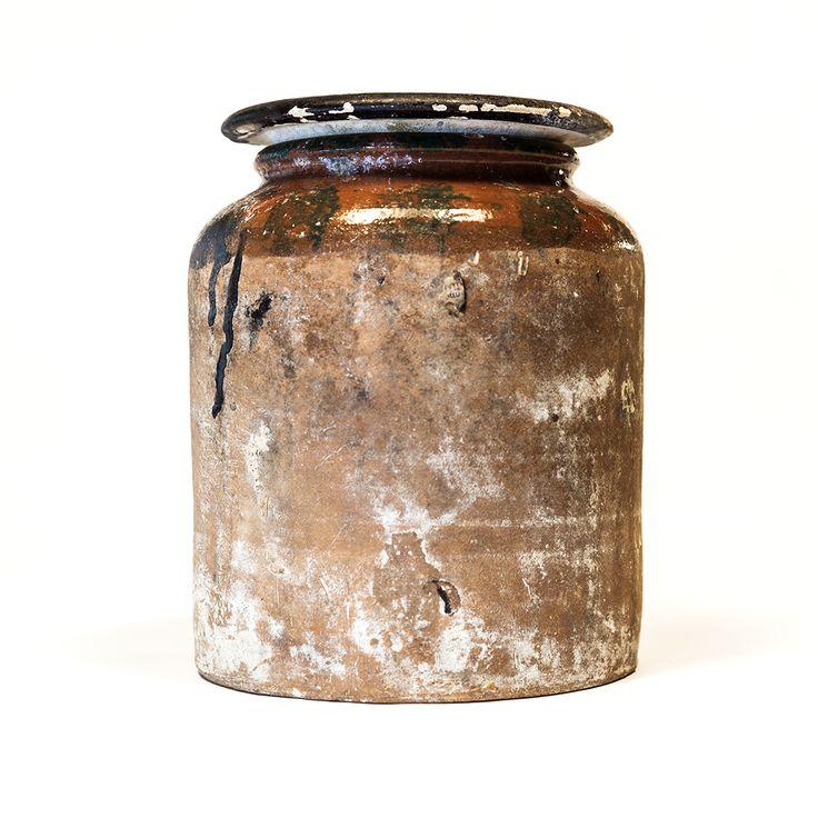Albarello. Generalmente destinato a contenere sostanze medicamentose. Nel suo uso popolare era anche impiegato per la conservazione di alimenti (marmellate, conserve, olive)