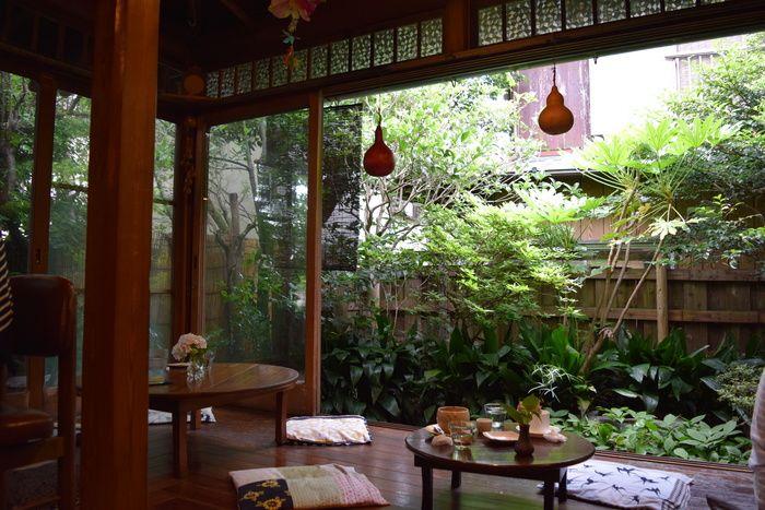 瑞々しい緑と、縁側。日本らしくも、どこか異国情緒漂う不思議な場所。 なんだかおばあちゃんの家を思い出す…と懐かしむ方が多いようです。