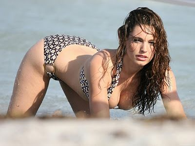Apni Activity: Kelly Brook Wallpapers