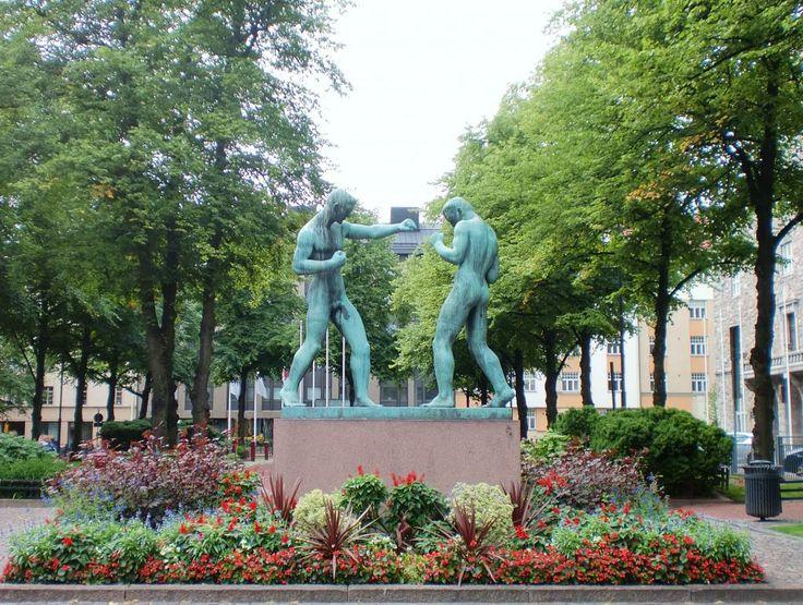 Nyrkkeilijät, 1932 by Johannes Haapasalo (1880 - 1965), Paasivuoren puistikko, Hakaniemi