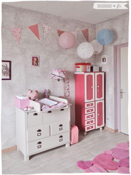 babykamer met vlaggetjes en lampionnen