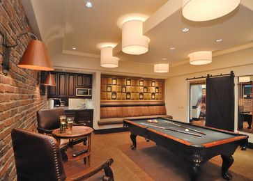 Game room with bar, and handy banquette