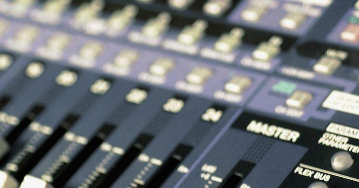 Cómo conectar un mezclador análogo a una interfaz de audio. Las interfaces de audio son usadas para enrutar señales de audio hacia una computadora para ser grabadas usando una aplicación de grabación digital como Pro Tools o Reaper. Entre otras funciones, la mayoría de las interfaces de audio son capaces de convertir una señal análoga en una señal digital que una aplicación de grabación digital puede ...