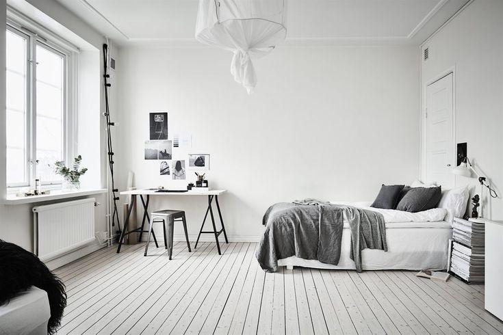 """ij jn njm """"""""` Kun 35 kvm og alligevel let og luftigt. Hvide vægge, lofter, døre og vinduer og ludede gulve er de perfekte rammer og sammen med en minimal indretning, synes lejligheden større. Jeg er selv i gang med at planlægge indretning af vores lejlighed og siden vi skal starte fra …"""