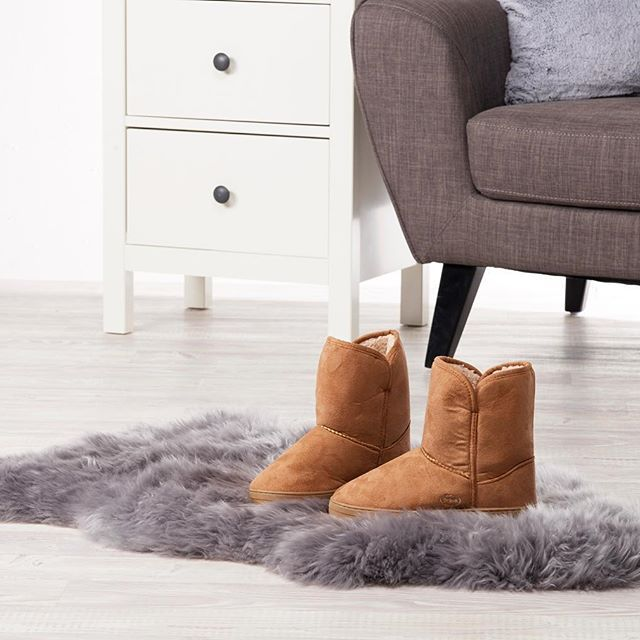 Cosy and comfortable! Surround your feet with warm and comfort whenever you slip on these Scholl Orthaheel Supple Faux Sheepskin Slipper Bootie (#519810). Available for today only for $39.95 in Black and Sand.