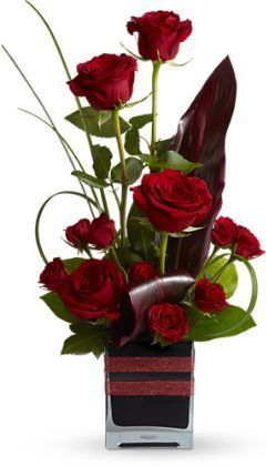"Romantic Roses Roses, the traditional flower of love, receive a modern twist in this imaginative bouquet, stylishly presented in a black contemporary glass cube vase. An excitingly different way to say, ""I love you."" The trendy bouquet includes roses and spray roses accented with assorted greenery arranged in modern shapes. Delivered in a black contemporary glass cube vase decorated with red ribbon. «««««Significado de quantidade -12 rosas - Seja permanente.»»»»"