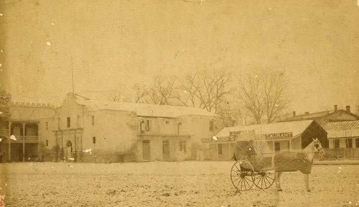Alamo in the late 1800´s. Notice the saloon next to the Alamo. Texas. Alamo  Better than it looks today..