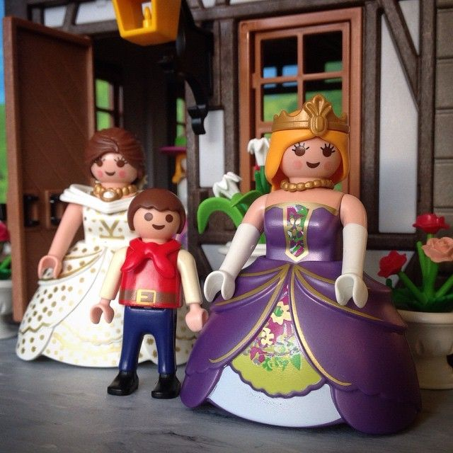 Miss Violette has an adopted son, Charles. The other Dress Shop Ladies, and Miss Clementine's husband John help with raising the boy. #DressShopLadies #MissViolette #MissPearl #Charles #forest_village #playmobil #playmobilcollectorsclub