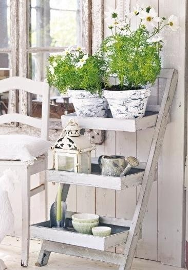 What a great Shabby chic gardening idea.