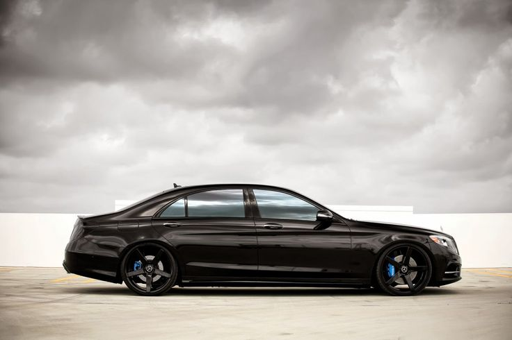 Mercedes-Benz S550... SICK in black with black shoes.