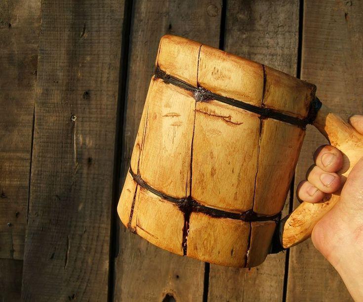 """Y aquí está, mi 40º instructable. Síiiiiii Para este instructable aniversario quería hacer algo especial. Me gusta la cerveza, me gusta la madera, me gusta el aire libre, así que decidí hacerme un favor: decidí a hacer tarro de cerveza de """"estilo vikingo ', a la manera de Bushcraft. El objetivo era no utilizar ni una sola herramienta eléctrica (para hacerlo un poco más interesante). Me tomó mucho más tiempo que me habrían tomado si lo hubiese hecho con las herramientas """"correcta..."""