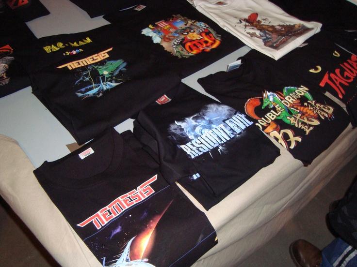 Venta de camisetas de juegos para alimentar a los frikis sedientos de nostalgia.