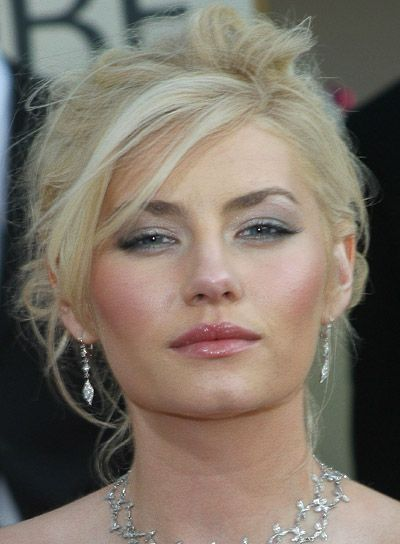 Elisha Cuthbert. Messy blonde updo.