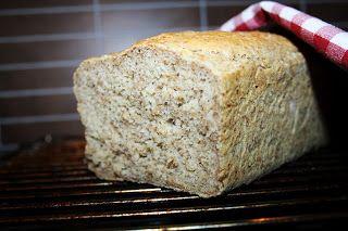 Rugbrød med havregryn og kesam fra bakekakeogandresaker.blogspot.no/