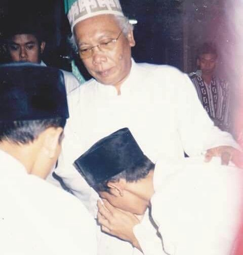 Almarhum KH. M Cholil Bisri Yang Kukenal
