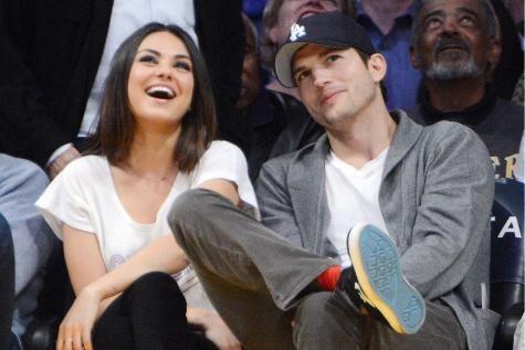 La fille d'Ashton Kutcher et Mila Kunis est démasquée ! Le couple avait caché la première photo de leur petite Wyatt au milieu de clichés d'autres bébés. Découvrez lequel est leur enfant ! - soirmag.be