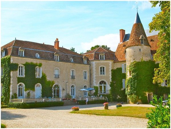 more wedding venues from France at www.WhereWedding.co.uk/france/ 20 Best Wedding Chateau in France - Le Plessis