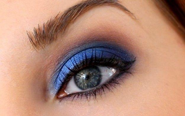 Trucco blu, mascara e matita nera
