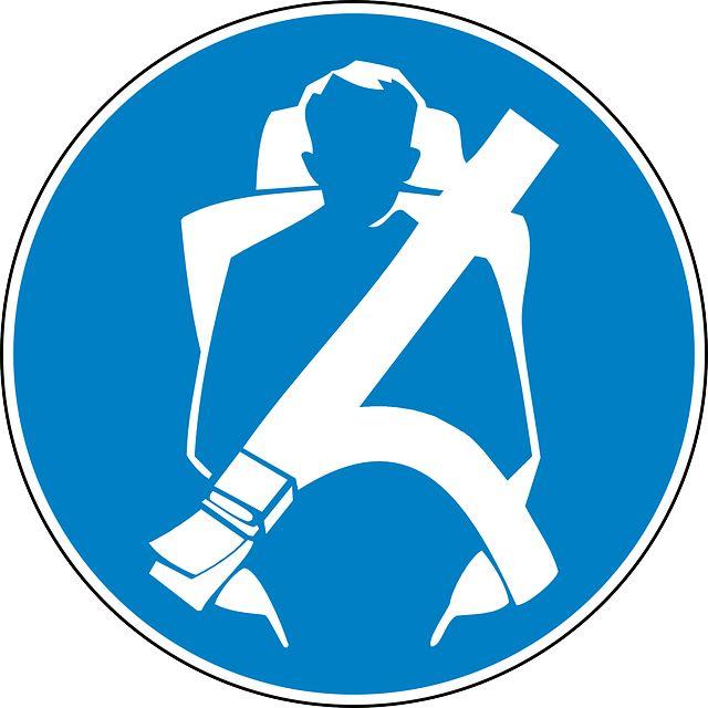 Trânsito - No CE, motociclista recebe multa por 'conduzir sem cinto de segurança' +http://brml.co/1Moif6H