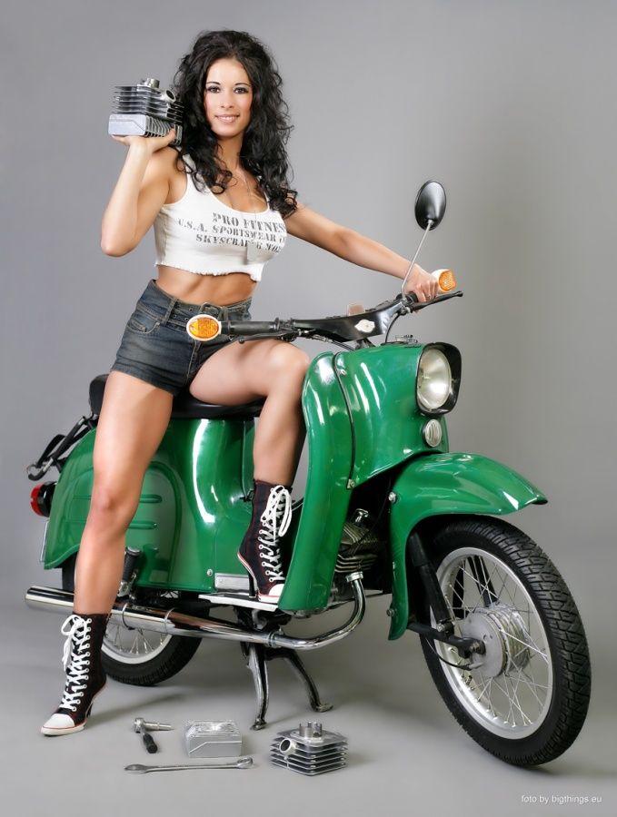 naked lady on mopeds