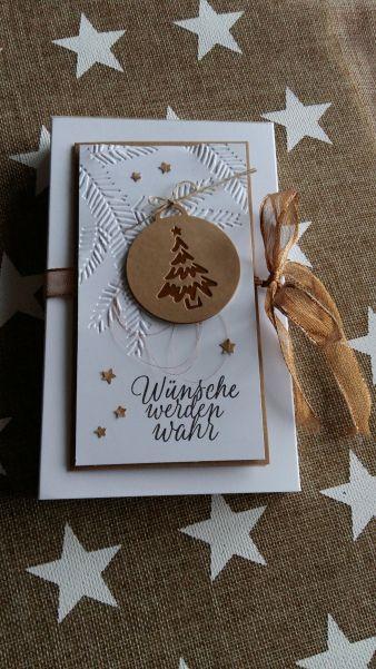 Hallo, schön das du wieder vorbei schaust… Heute zeige ich dir wie versprochen eine Geld- oder auch Gutscheinverpackung für Weihnachten. Ich selber liebe Toffifee und was ich selber mag versc…