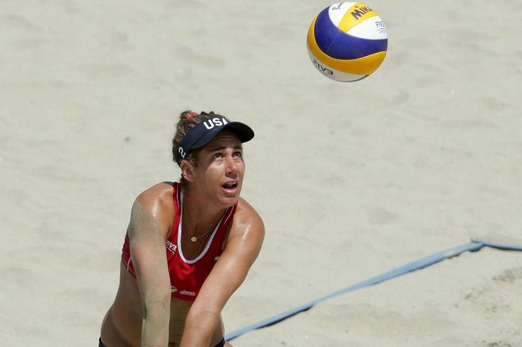 La Serie mundial de Voleibol de Playa de 2017 puntuaciones: Brasil Talita Da Rocha Antunes y Larissa Franca vencer a los Estadounidenses de…