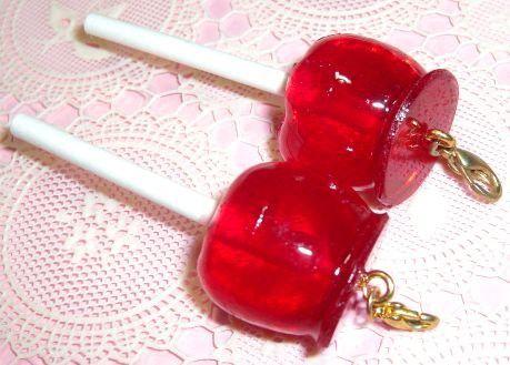 シンプルなりんご飴のチャームです。お手持ちのキーホルダーにつけたり、ネックレストップとして使用していただいてもOK!!※商品一つのお値段になります。★送料は何...|ハンドメイド、手作り、手仕事品の通販・販売・購入ならCreema。
