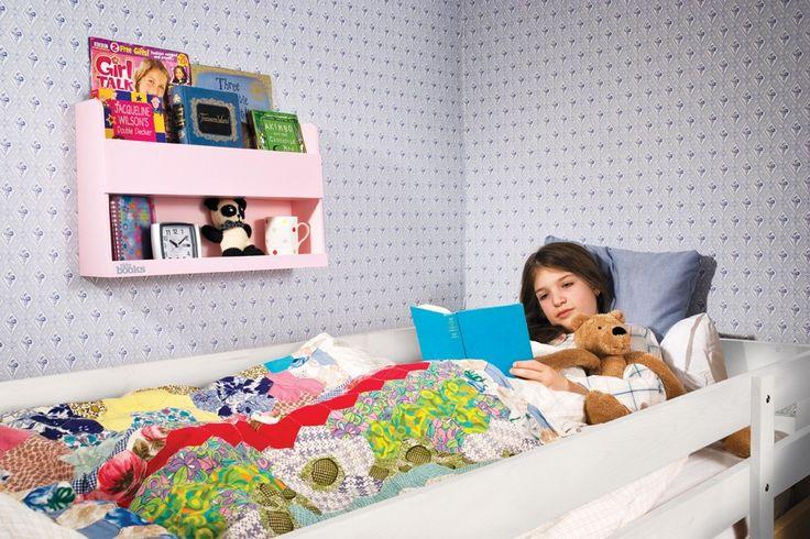 Bunk Bed Buddy, Mensola e Scaffale in Legno per Letti a Castello  #pensile #design #camerette http://www.tidy-books.it/camerette-scaffali-mensole-contenitori/scaffali-mensole-letti-a-castello